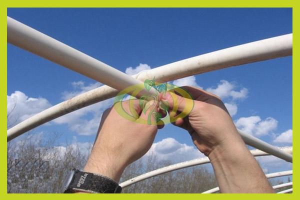 Скрепление труб пластиковым хомутом - галстуком